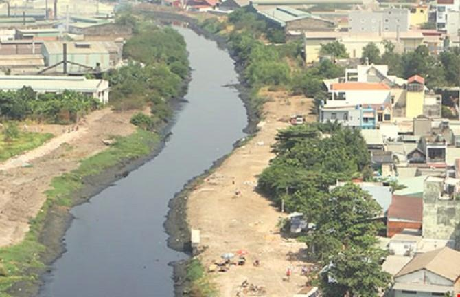 Renovating the Tham Luong canal